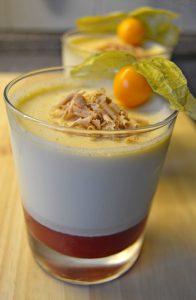 Lebkuchen-Panna-Cotta mit Cranberry-Zimt-Spiegel