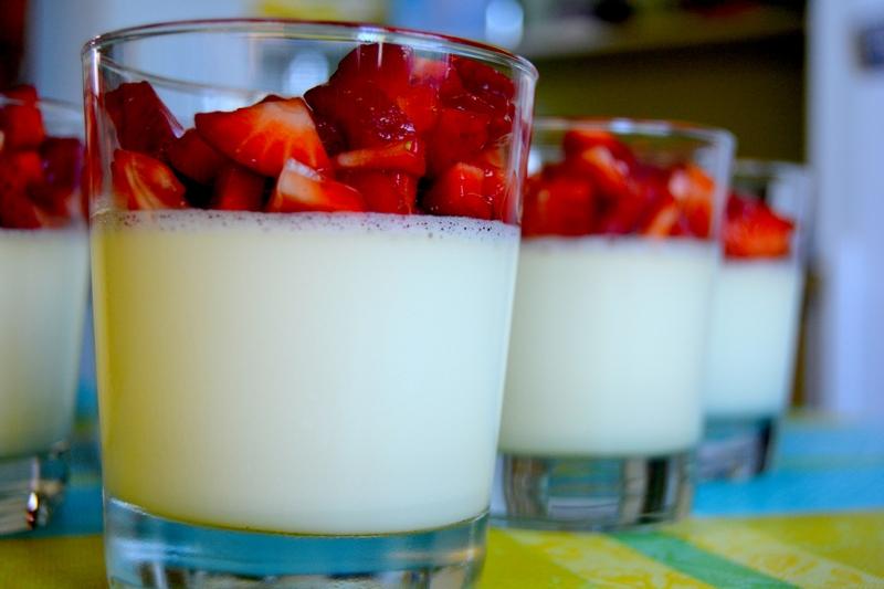 Rooibos Panna Cotta mit Erdbeeren