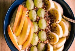Leinsamen Joghurt mit Obst-Topping