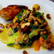 Zucchini-Tagliatelle mit Spinat und  Mandel-Sugo