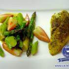 Spargel-Erdbeeren-Salat mit Curry-Huhn