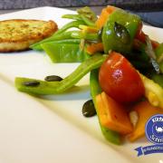 Bohnen-Möhren-Salat mit Grillkäse