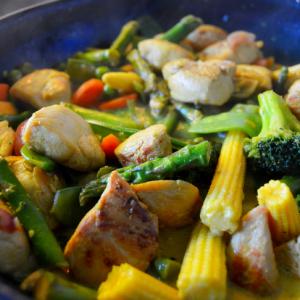 Gemüse-Hähnchen-Curry mit Thai-Spargel