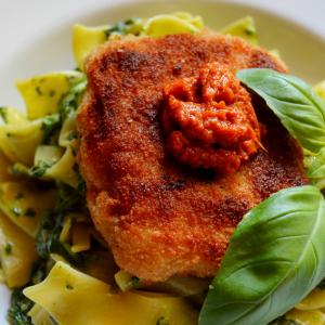Catfisch mit Spinat-Bandnudeln und Tomatenpesto