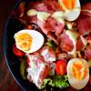 Pflücksalat mit Räucherfisch und French-Dressing