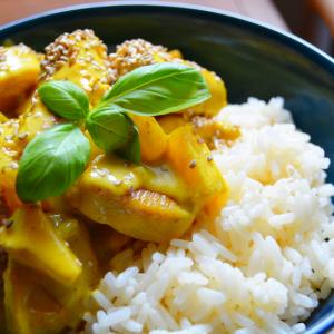 Hähnchen-Curry-Ananas mit Zitronenreis