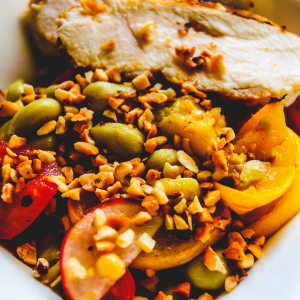 Dicke Bohnen mit Zucchini und Cajun-Huhn