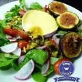 Rapunzelsalat mit Camembert und glasierten Feigen