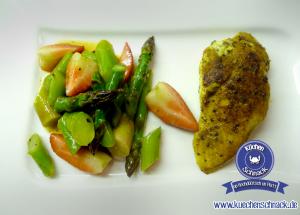 Spargel-Erdbeeren-Salat mit Curry Huhn