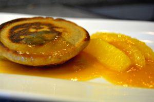 Roh-Nudel-Pancak mit Orangen-Sugo