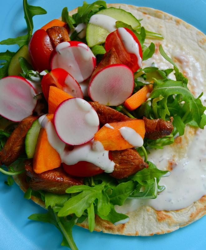 Süßkartoffel-Tacos mit Soja-Huhn und Rucola