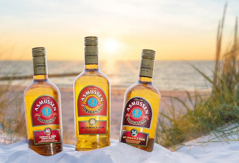 Feiner alter Asmussen Rum am Strand